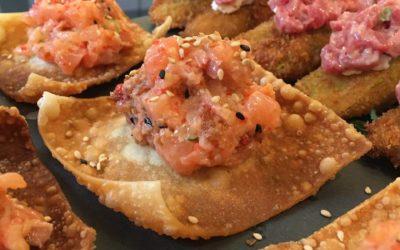 Tartare de saumon sur croustille de won ton