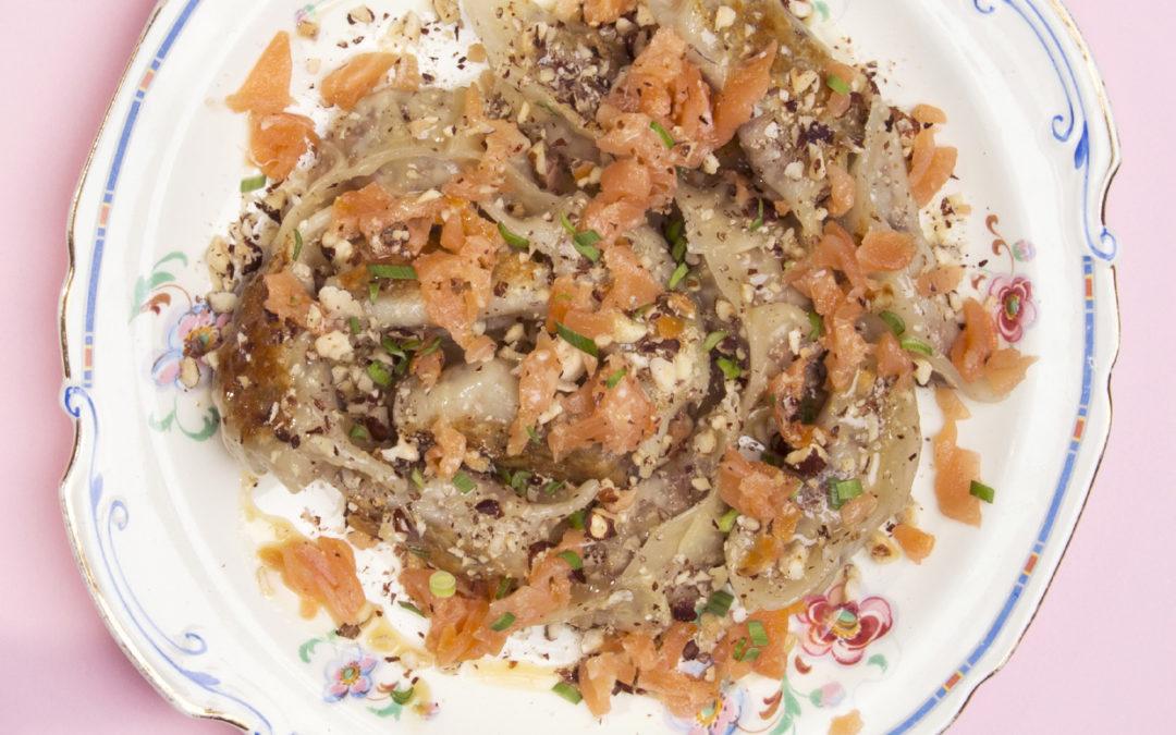 Dumplings au saumon fumé croustillant